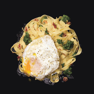 Mare_fettuccine_carbonara_with_fried_eggs_v