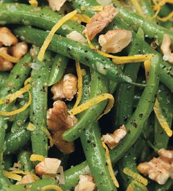 Green_beans_and_walnuts_with_lemon_vinaigrette_v