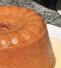 Steamed_persimmon_pudding_with_cinnamon_creme_anglaise_v